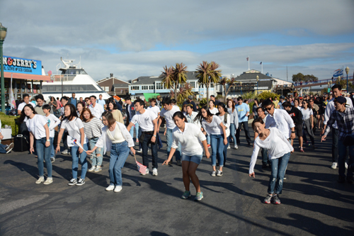 Koreans and Korean Americans calling for Google to return the naming of a disputed East Sea territory to Dokdo Island from Liancourt Rocks staged a flash mob at Pier 39 in San Francisco Saturday.