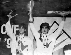 1990 – Park Joo-bong, left, and Kim Moon-soo hold up a trophy after winning a men's doubles competition. (Korea Times file)