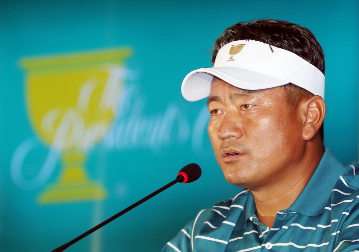 Choi Kyoung-ju, vice captain of the International Team at the Presidents Cup, speaks during a press conference in Incheon on Oct. 6, 2015. (Yonhap)