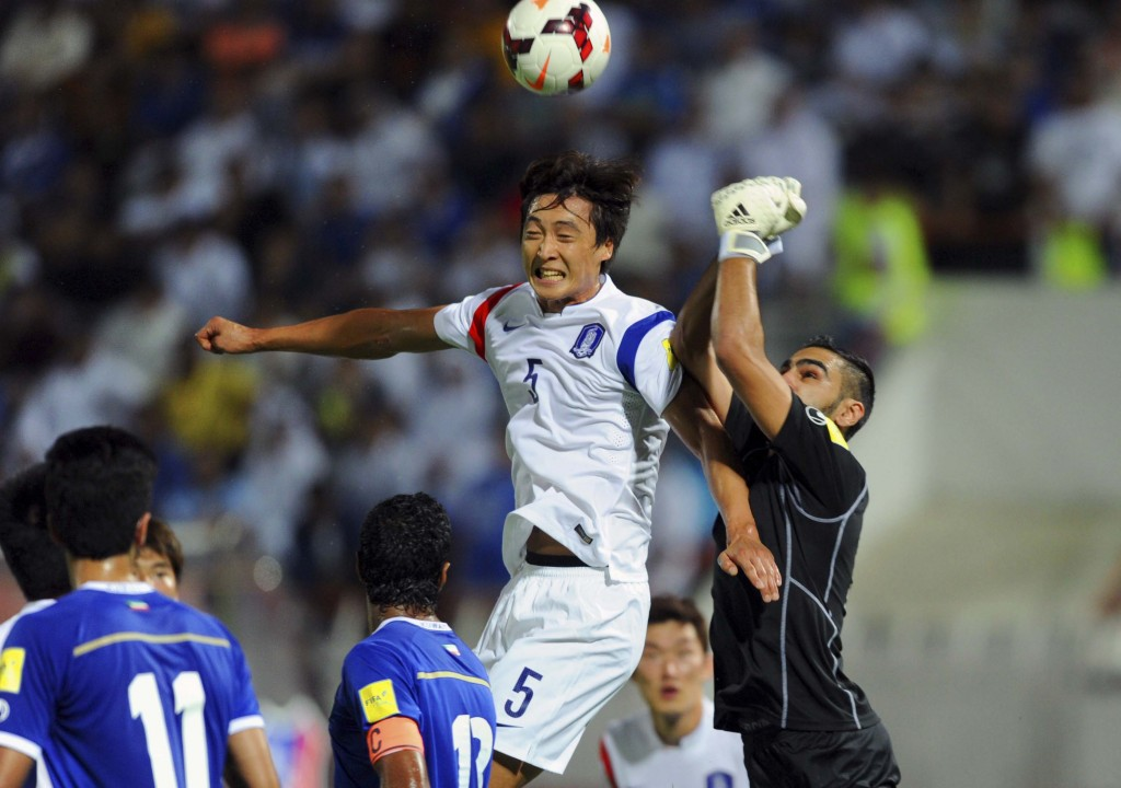 Kuwait's Sulaiman Abdulghafoor, right, vies for the ball with South Korea's Kwak Tae-hwi during the 2018 FIFA World Cup, Group G, qualifying soccer match between Kuwait and South Korea in Kuwait City, Thursday, Oct. 8, 2015. (AP Photo)