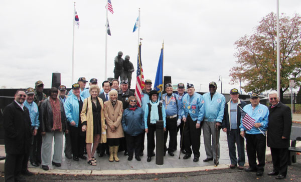 Korean War veterans celebrated Veterans Day at Jersey City's Korean War Memorial Wednesday. (Choi Hee-eun/Korea Times)