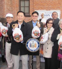 New York Assemblyman Ron Kim, fourth from left, Korean associations and churches delivered 300 turkeys to volunteer groups Tuesday for Thanksgiving.