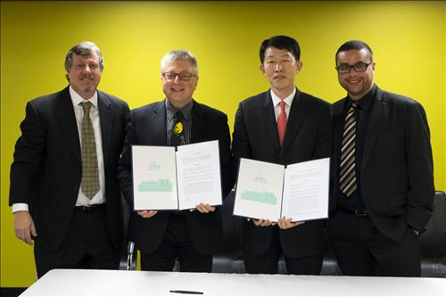 U2K's Michael Ulsan, second from left, and KBS America President Yoo Geon-sik (Yonhap)