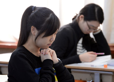Students take the CSAT at a high school in Seoul, November 2014. (Korea Times file)