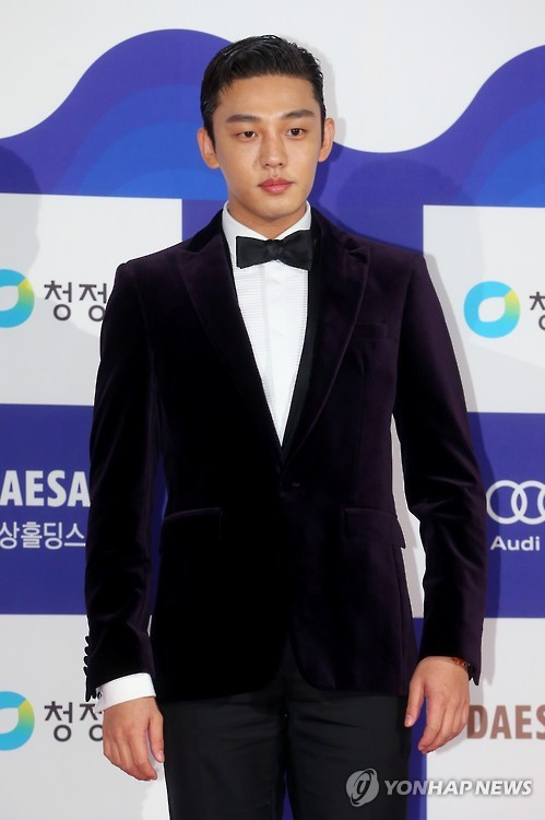 Yoo Ah-in attends the 36th Blue Dragon Film Awards in Seoul, South Korea, on Nov. 26, 2015. (Yonhap)