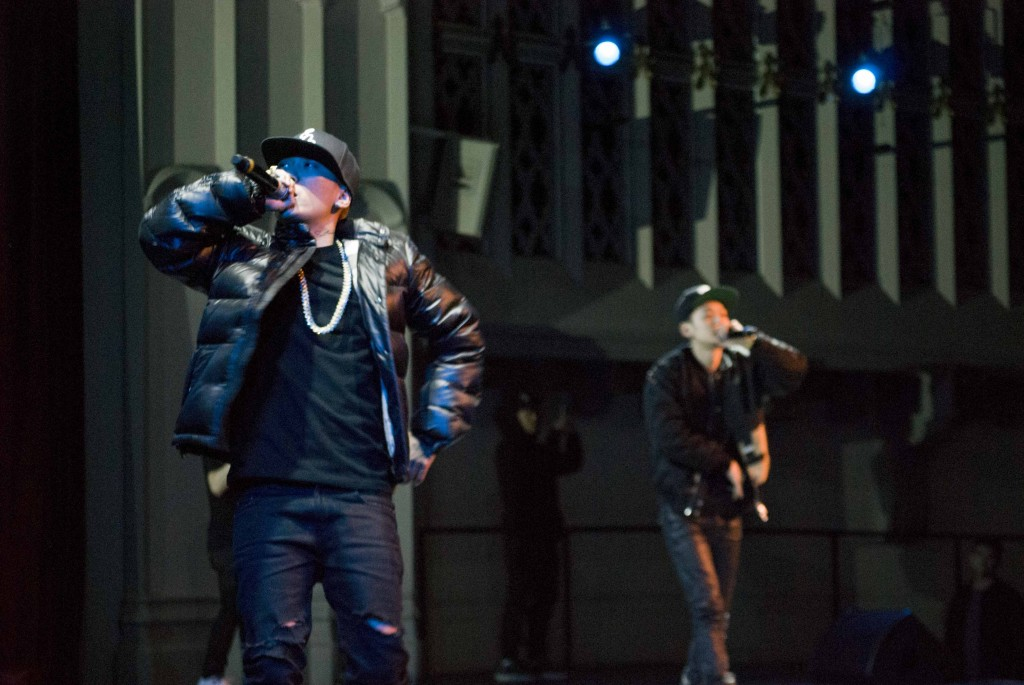Dok2, left, and The Quiett perform together at the University of Southern California's Bovard Auditorium on Nov. 17, 2015. (Brian Han/Korea Times)