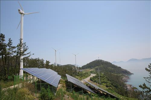 Shown is a photo of South Korea's energy-independent island of Gasado, located some 470 kilometers south of Seoul, where wind and solar power sources supply more than 80 percent of the island's overall consumption. This will provide the basis of the Amazonian farming project proposed by South Korea. (Photo courtesy of KEPCO)