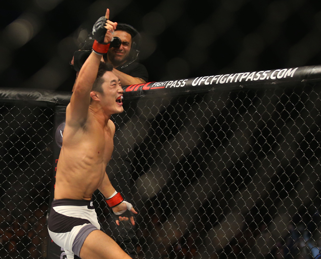 Kim Dong-hyun celebrates his first-round TKO victory over Dominic Waters during the UFC Fight Night Seoul at the Olympic Gymnastics Arena in southern Seoul, Saturday. (Yonhap)