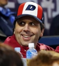 Mark Lippert, the U.S. ambassador to South Korea, watches a Korea Baseball Organization postseason game between the Doosan Bears and the NC Dinos at Jamsil Stadium in Seoul on Oct. 22, 2015. (Yonhap file photo)