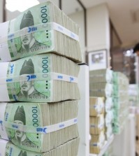 Stacks of money held in the vault at the Bank of Korea. (Yonhap file photo)