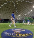 The South Korean national team in the Premier 12 baseball tournament practice at the Tokyo Dome in Japan on Nov. 20, 2015 as they prepare for the championship final. S. Korea will meet the U.S. for the title. (Yonhap)