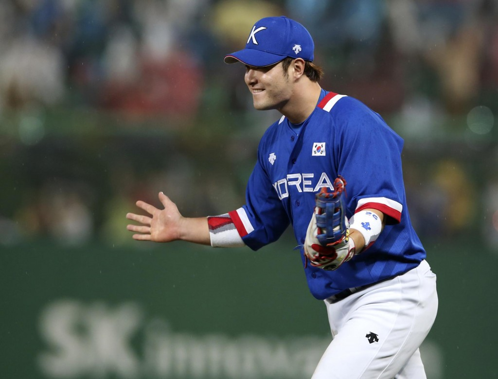 South Korean first baseman Park Byung-ho (AP Photo/Eugene Hoshiko)