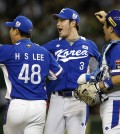 South Korea's closer Lee Hyun-seung (48), first baseman Park Byung-ho (3) and catcher Kang Min-ho celebrate after beating Japan 4-3 in their semifinal game at the Premier12 world baseball tournament at Tokyo Dome in Tokyo, Thursday, Nov. 19, 2015. South Korea advance to the final. (AP Photo/Toru Takahashi)
