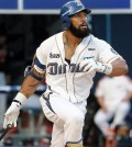 Eric Thames of the NC Dinos watches his solo home run against the Lotte Giants in Changwon, South Korea, on July 1, 2015. (Yonhap file photo)