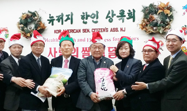 Free Turkeys Korean American Foundation in New York donated 300 bags of rice to local seniors Wednesday.