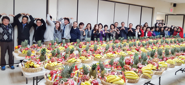 The Korean American Presbyterian Church of Queens in New York handed out fruit baskets to local shelters and organizations in time for the holidays Thursday.