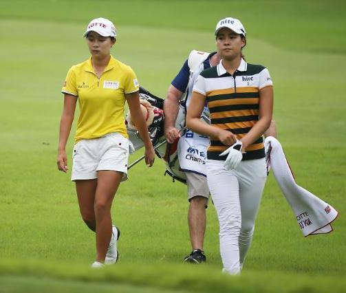 Hyo Joo Kim, left, and Chun In Gee.  (Courtesy of KLPGA)