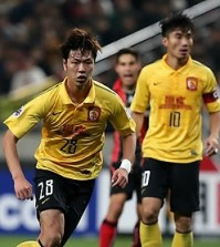 Kim Young-gwon, left, was a starter for the South Korean World Cup team in 2014. (Yonhap)