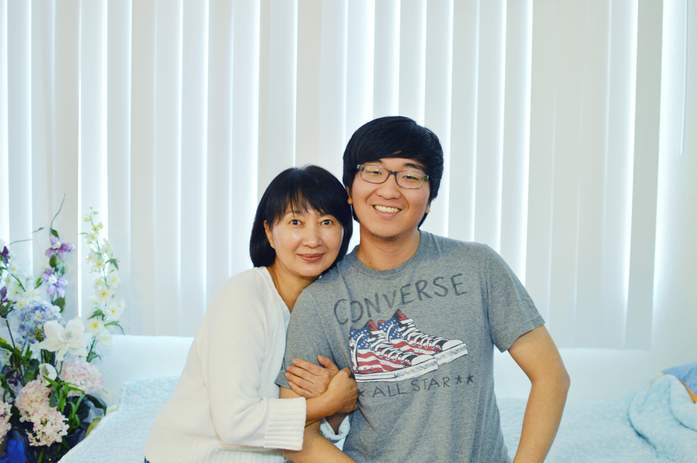 David Cho, right, and his mother, Lee Mi-kyung, inside their Koreatown home (Tae Hong/Korea Times)