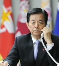 South Korean Defense Minister Han Min-koo talks with his Chinese counterpart, Chang Wanquan, on the newly established hotline at the defense ministry in Seoul on Dec. 31, 2015, in this photo released by the South Korean ministry. The hotline was set up between them on the same day. The two countries launched the hotline to facilitate their cooperation on security issues in the Korean Peninsula and in the region. (Yonhap
