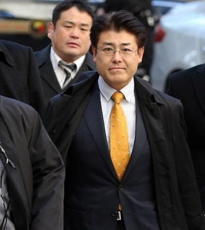 Tatsuya Kato, a Japanese journalist accused of defamation against the South Korean president, walks into the Seoul Central District Court on Dec. 17, 2015, for his sentencing trial. (Yonhap)