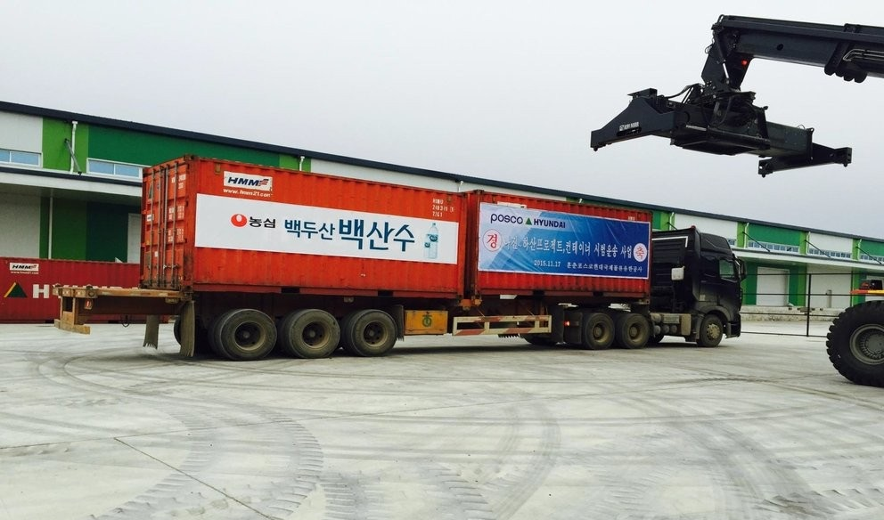 Mineral water produced by a South Korean company in Mount Paektu in North Korea is being shipped to Busan, 325 kilometers southeast of Seoul, on Dec. 6, 2015. Ten containers worth of bottled water are expected to arrive at the South Korean port city the next day. (Yonhap)