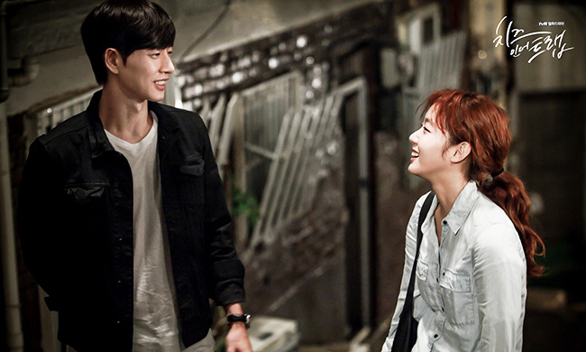 "Park Hae-jin, left, and Kim Go-eun in ""Cheese in the Trap"" / Courtesy of tvN"
