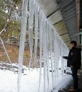 Giant icicles hang from the eave of a home in Gwangju, 329 kilometers southwest of Seoul, on Jan. 22, 2016. The freezing cold that swept across the country this week is expected to peak over the weekend. (Yonhap)