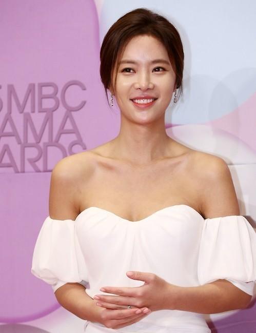 Top Actress Hwang Jung Eum To Marry Next Month The Korea
