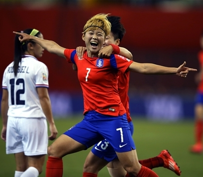 Jeon Ga-eul (7) led S. Korea to the round of 16 at the 2015 Women's World Cup. Jeon celebrates after scoring against Costa Rica on June 13, 2015. (Courtesy of KFA)