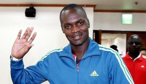 Kenyan-born marathoner Wilson Loyanae Erupe waves to reporters at the Korean Olympic Committee (KOC) headquarters in Seoul on Jan. 7, 2016, after a meeting with KOC officials over his naturalization. (Photo courtesy of the KOC)