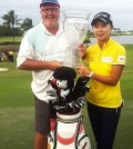 South Korean golfer Kim Hyo-joo (R) poses with her trophy after winning the 2016 LPGA Tour season opener in the Bahamas on Jan. 31, 2016 (local time). Kim, 20, won the Pure Silk Bahamas LPGA Classic at 18-under 274, her third LPGA victory. (Photo provided by Kim's management agency G-Ad Communications)