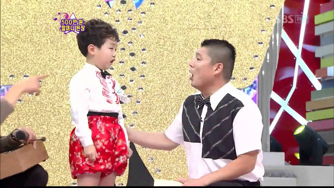 "Jun Min-woo, left, from ""Star King"" on SBS in 2011 (Courtesy of SBS)"