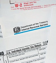 It's tax time, so you'd better think twice before clicking on that link in your email inbox. What may look like a legitimate communication from your bank, human resources department or email provider may actually be part of a scheme designed to steal the confidential information stored in your computer, or to gain access to the network it's attached to. (Korea Times file)