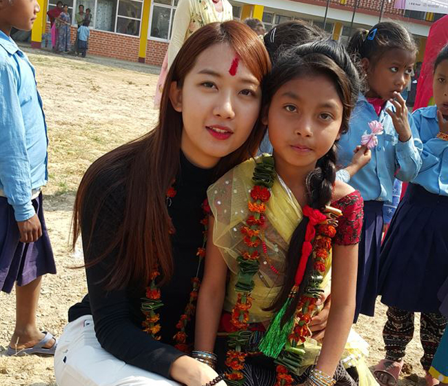 Miss Korea 2015, Lee Min-ji, poses with a local child during the opening ceremony of the Nepal Gunji Korea Franchise Association and Um Hong Gil Human School in Bardiya, Nepal on Feb. 23. (Courtesy of the Um Hong Gil Human Foundation)