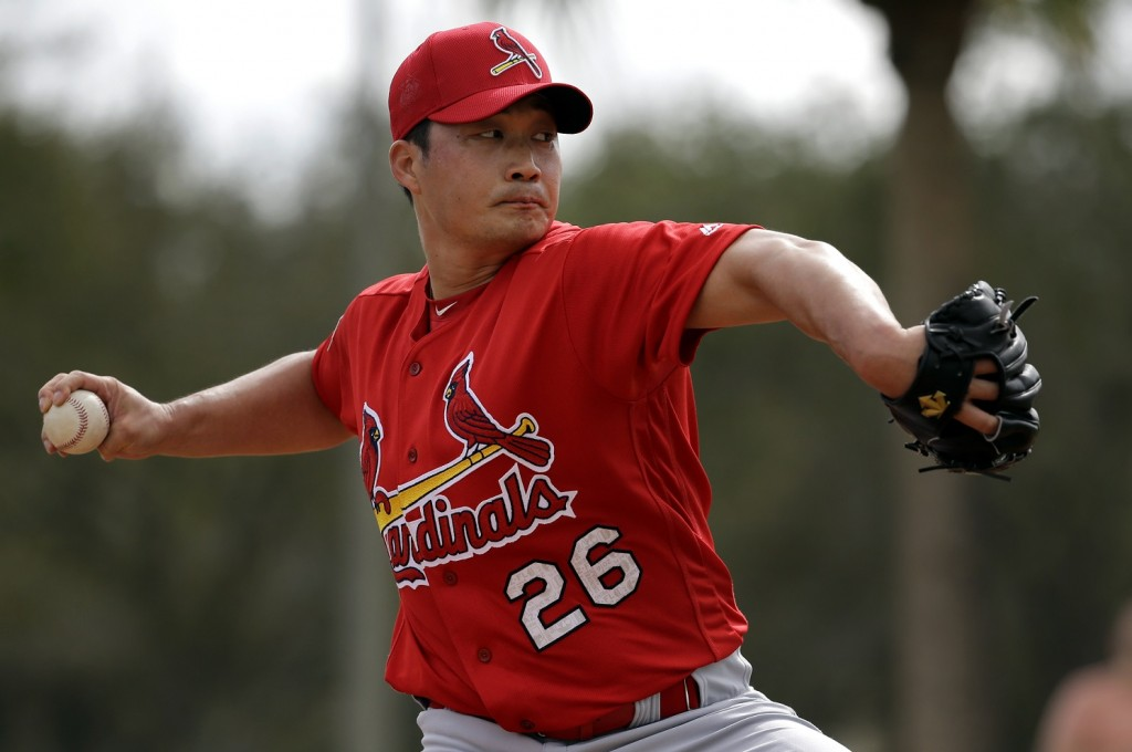 St. Louis Cardinals pitcher Oh Seung-hwan, of South Korea, throws a bullpen session during spring training baseball practice Sunday, Feb. 21, 2016, in Jupiter, Fla. (AP Photo/Jeff Roberson)