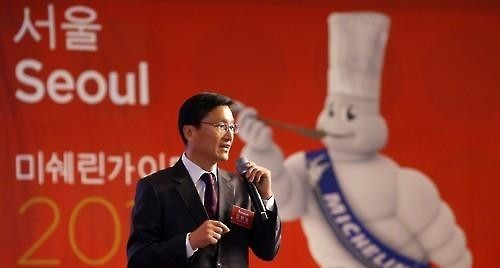 Kim Bo-hyung, the country manager of Michelin Korea, announnces the plan to publish the Micheline Guide on hotels and restaurants in Seoul during a press conference in Seoul on March 10, 2016. (Yonhap)