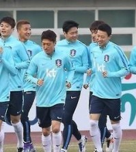 South Korea men's national football team train at Ansan Wa Stadium in Ansan, Gyeonggi Province, on March 21, 2016, ahead of their 2018 FIFA World Cup regional qualifier against Lebanon. (Yonhap)