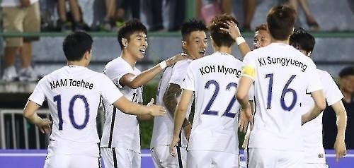 South Korean men's football team players celebrate after scoring a goal against Thailand during their friendly match at Suphachalasai Stadium in Bangkok on March 27, 2016. (Yonhap)