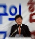 Yoo Seong-min holds press conference in Daegu on March 23, 2016 to announce that he will run in next month's parliamentary race as an independent. (Yonhap)