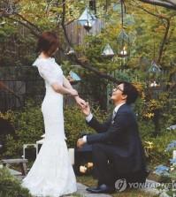 A wedding photo of actress Park Soo-jin and actor Bae Yong-joon.