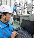 gps1 Workers of a South Korean telecom company examine equipment used to guard against GPS disruptions by North Korea.