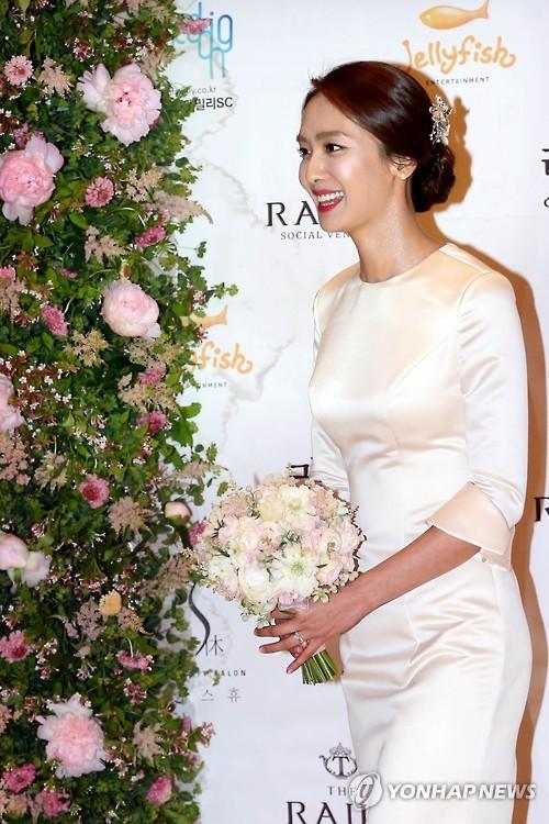 park jungah in wedding dress � the korea times