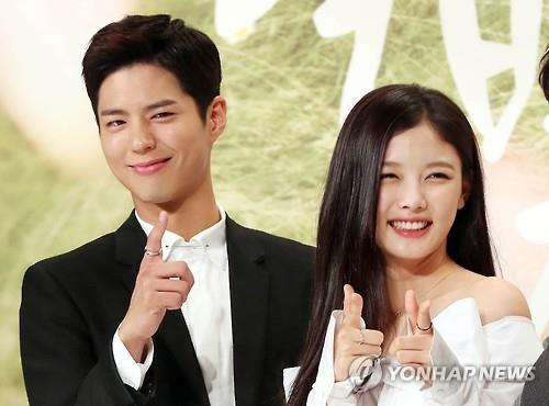 Park Bo-gum (L) and Kim You-jung pose for a photo during a promotional press conference at Times Square in Seoul on Aug. 18, 2016.