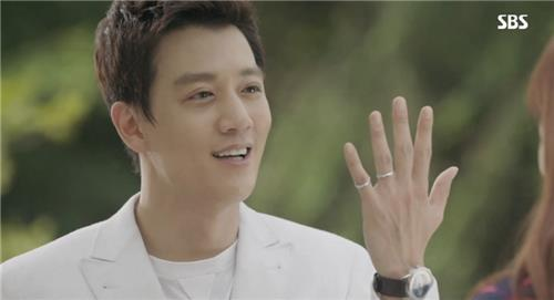 Actor Kim Rae-won