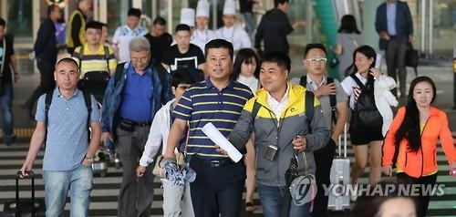 Chinese football fans arrive at Incheon International Airport, west of Seoul, on Aug. 31, 2016, the eve of a World Cup qualifier between South Korea and China. South Korea, ranked 48th in the latest FIFA world rankings, will host No. 78 China at Seoul World Cup Stadium to open their final Asian qualifying round for the 2018 FIFA World Cup.