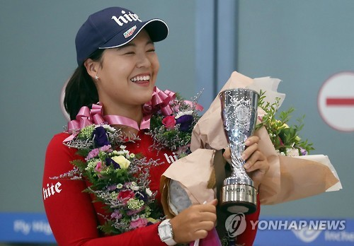 South Korean golfer Chun In-gee smiles after receiving presents from fans at Incheon International Airport on Sept. 20, 2016.