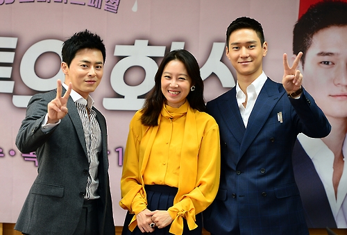 """Jo Jung-suk (L), Gong Hyo-jin (C) and Go Kyung-pyo pose for a photo during a press conference promoting their drama """"Jealousy Incarnate"""" at an SBS TV station in Goyang, northwest of Seoul, on Sept. 21, 2016, in this photo provided by SBS."""
