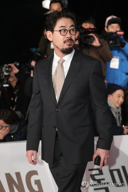 "Director Na Hong-jin of ""The Wailing"" walks on the red carpet during the 2016 Blue Dragon Awards ceremony at Kyunghee University in eastern Seoul on Nov. 25, 2016."