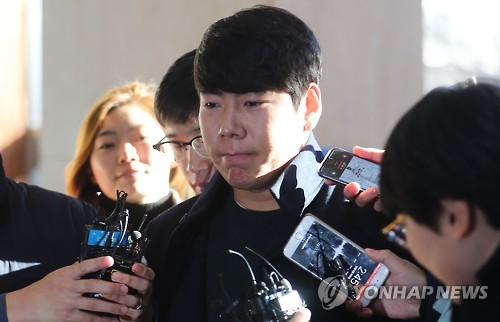 In this file photo taken on Dec. 6, 2016, Kang Jung-ho, South Korean infielder for the Pittsburgh Pirates, arrives at Gangnam Police Station in southern Seoul to face questioning over allegations he fled the scene after causing a traffic accident while driving under the influence of alcohol earlier in the month.